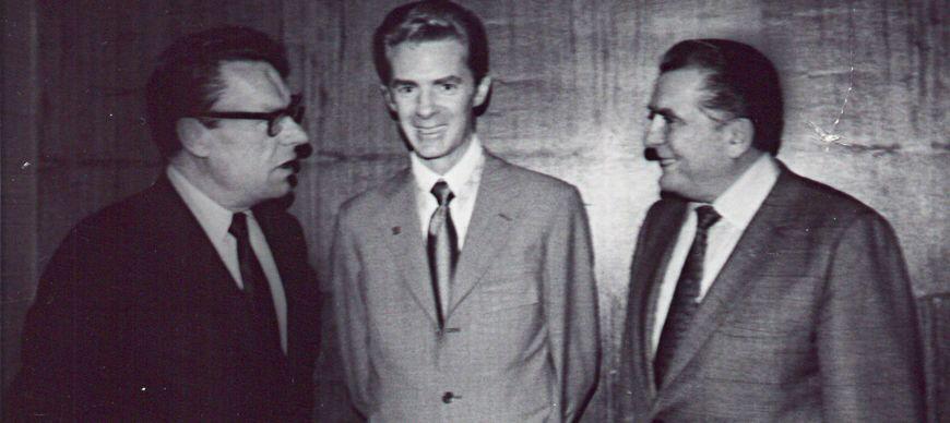 باب پراکتور در کنار ارل نایتینگل