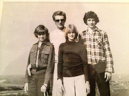 باب پراکتور در کنار خانواده